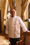 Peter Herrmann kehrt zurückt ins Hotel auf der Wartburg